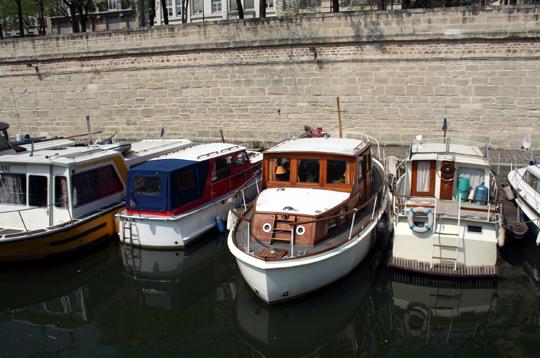 Un bateau dans paris comme pied terre ou studio d 39 appoint for Appartement deco bateau