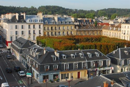 Versailles un march de report int ressant pour les for Piscine versailles